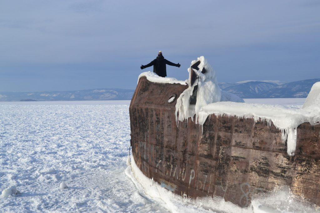 Titanic en barco abandonado congelado en isla de Oljón