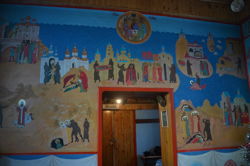 Frescos pared interior iglesia Khuzhir