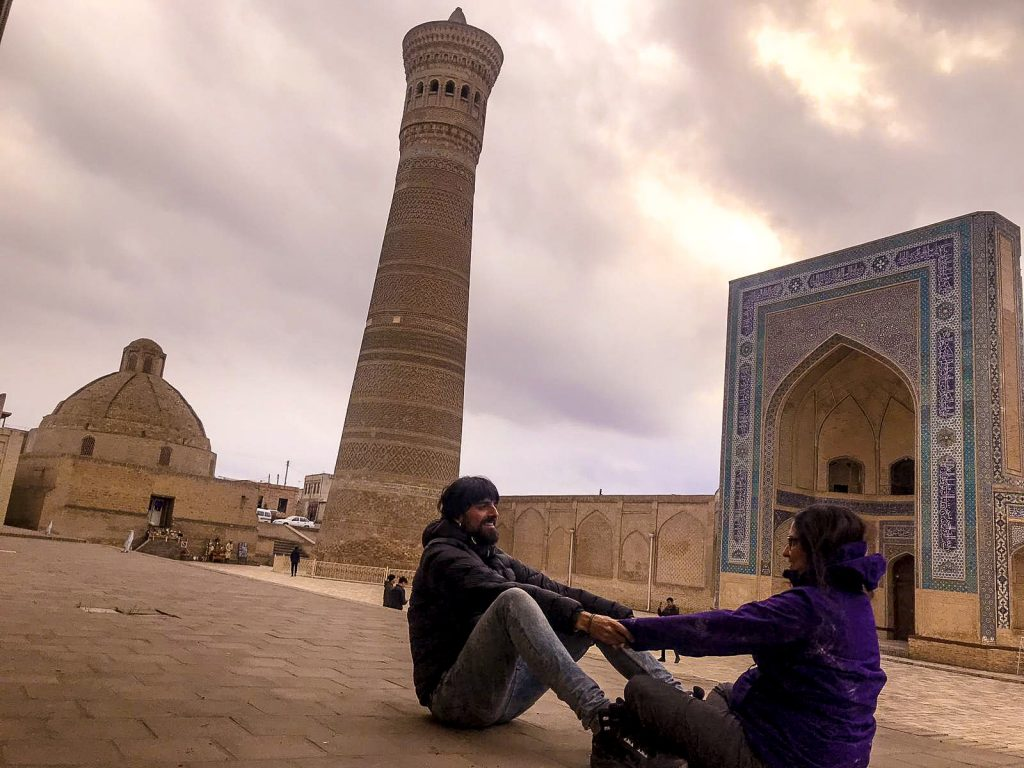 Foto con el minarete Kalon en Bujara