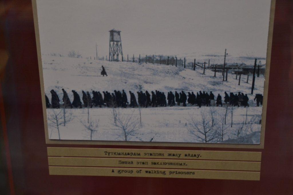 Prisioneros caminando