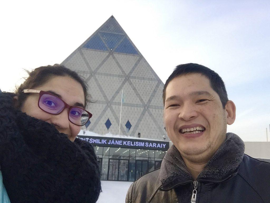 Haciendo turismo con nuestro couchsurfing en Astana