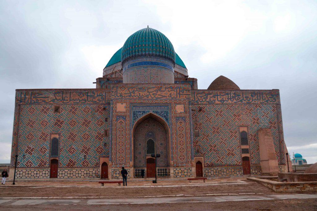 Mausoleo por la puerta de atrás