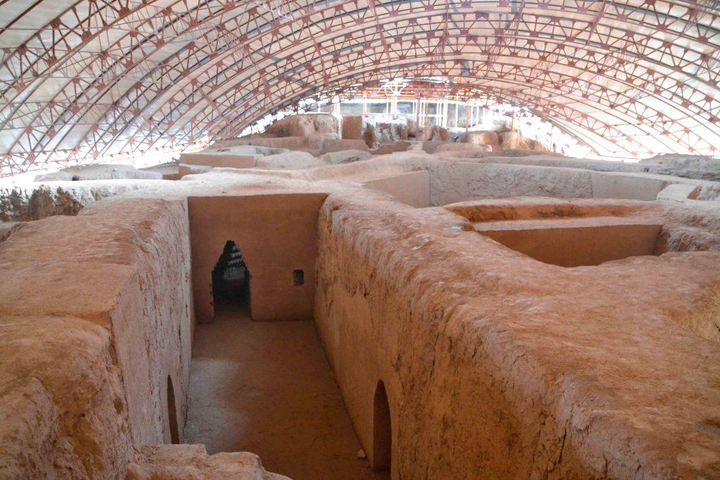 Restos arqueológicos del a antigua ciudad de Turquestán