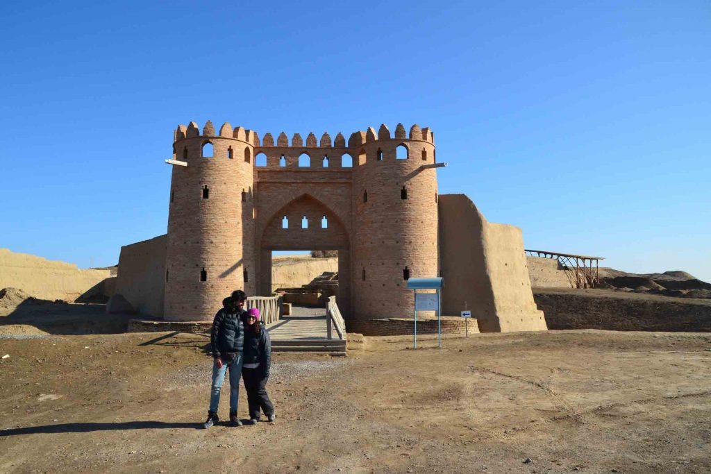 Puerta reconstruida de la ciudad de Otrar