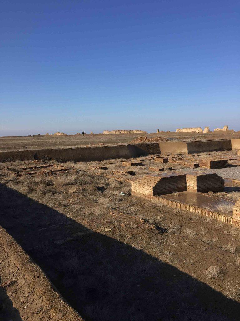 Ruinas abandonadas de la ciudad de Sauran