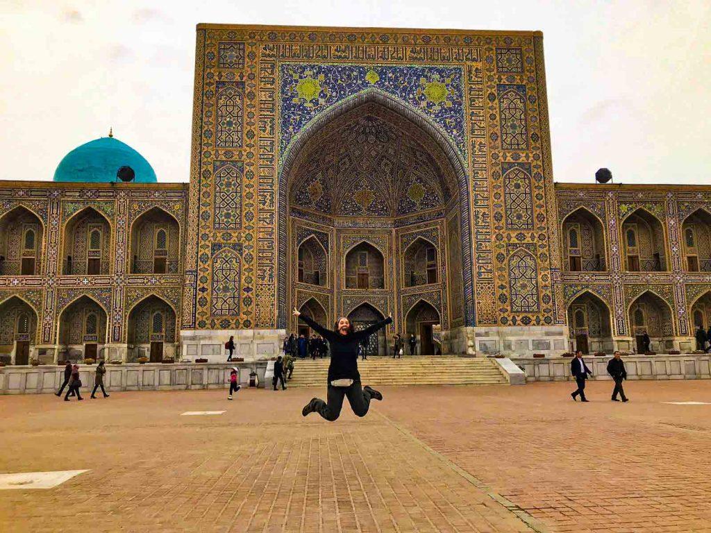 Disfrutando de la plaza de Registán