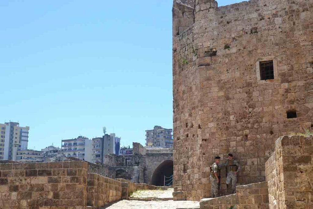 Presencia militar en el castillo de Trípoli