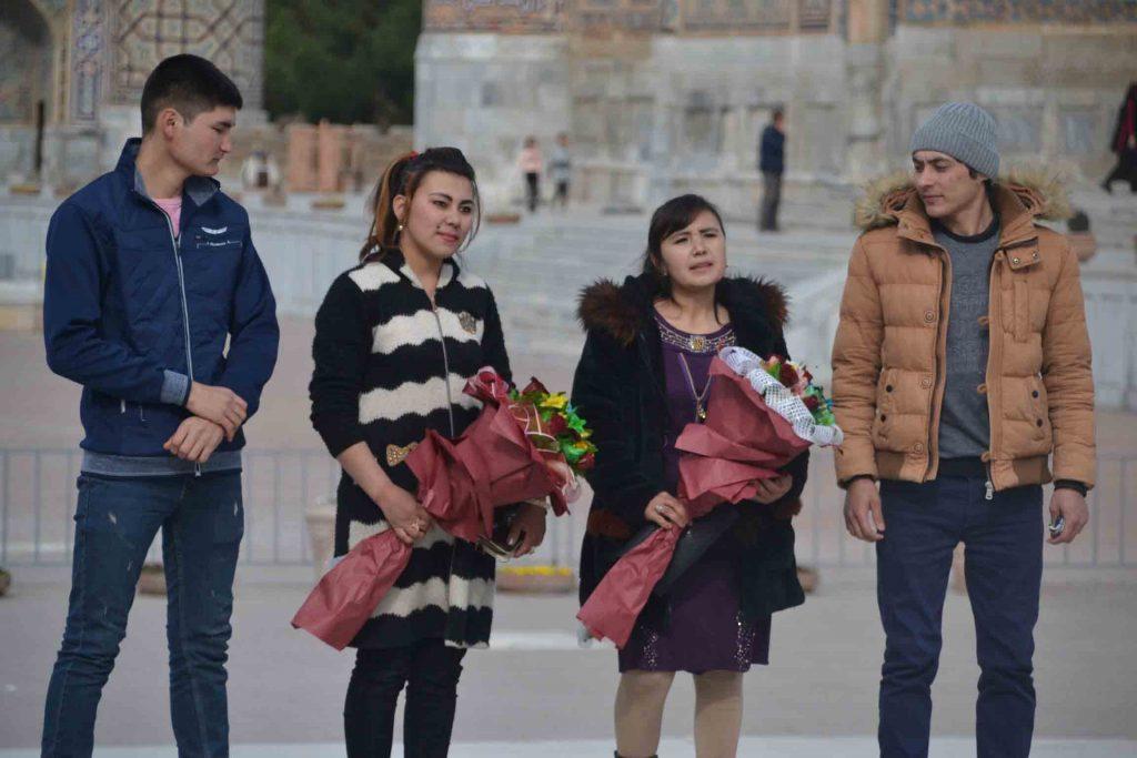 Vida en la plaza de Registán