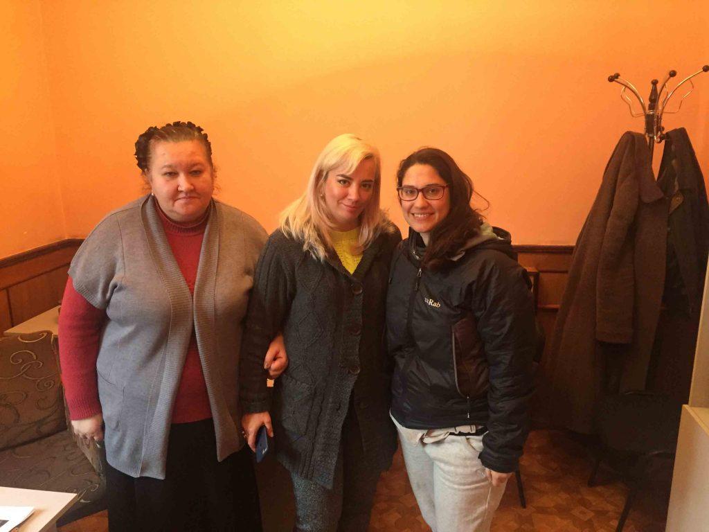 Cristina junto a las mujeres de las asociación