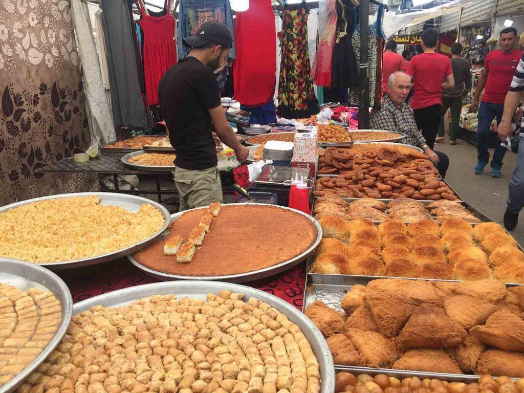 Dulces árabes en el zoco de Beirut. Ya os imaginaréis cuántos kilos de más llevamos...