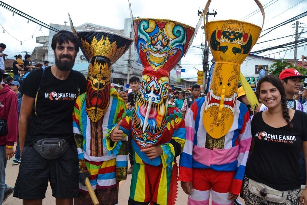 En el desfile del Festival de Máscaras de Dan Sai en la provincia de Loei