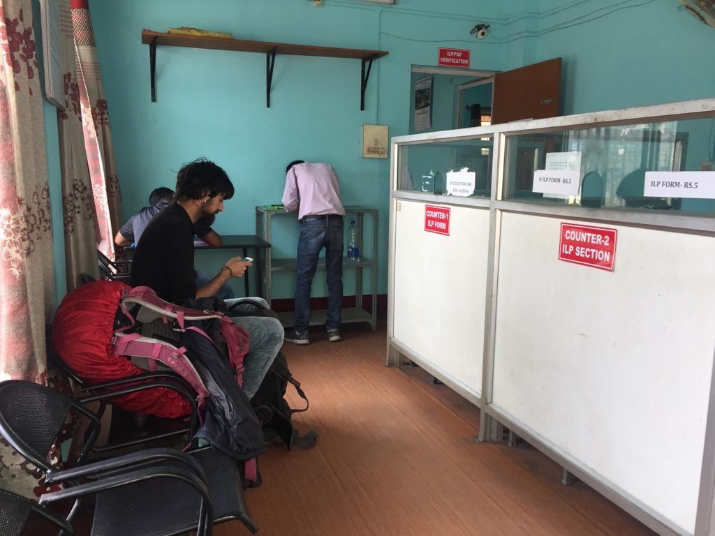 Sergi en las oficinas del comisionado de Arunachal Pradesh
