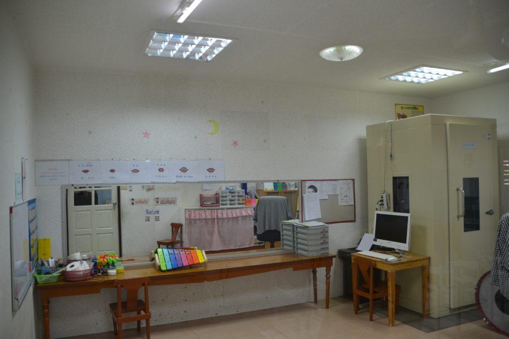 Aula de control de audición a los niños