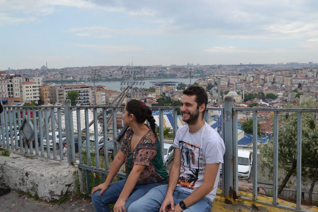 Pari y Cris de risas por Estambul