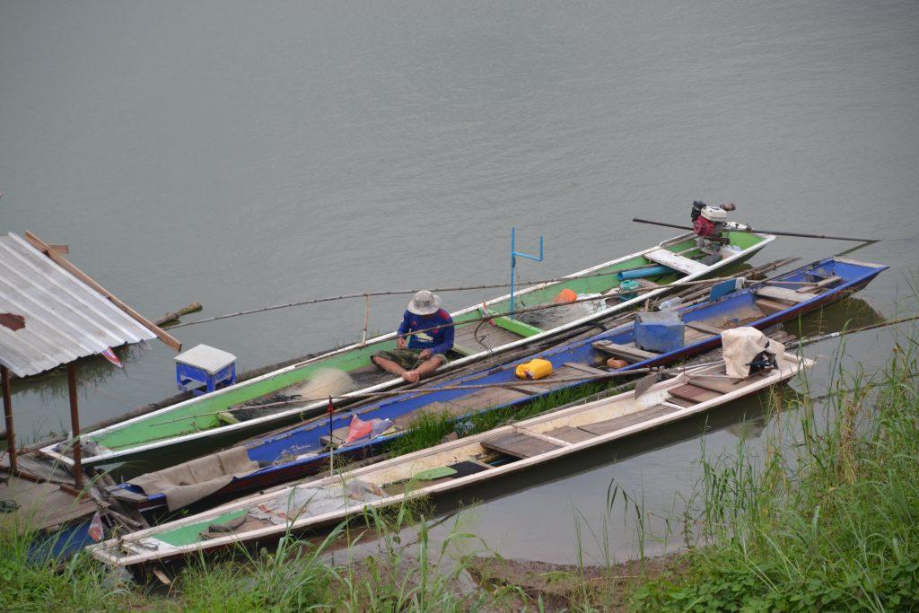 Pescadores en el lago de Chiang Khan