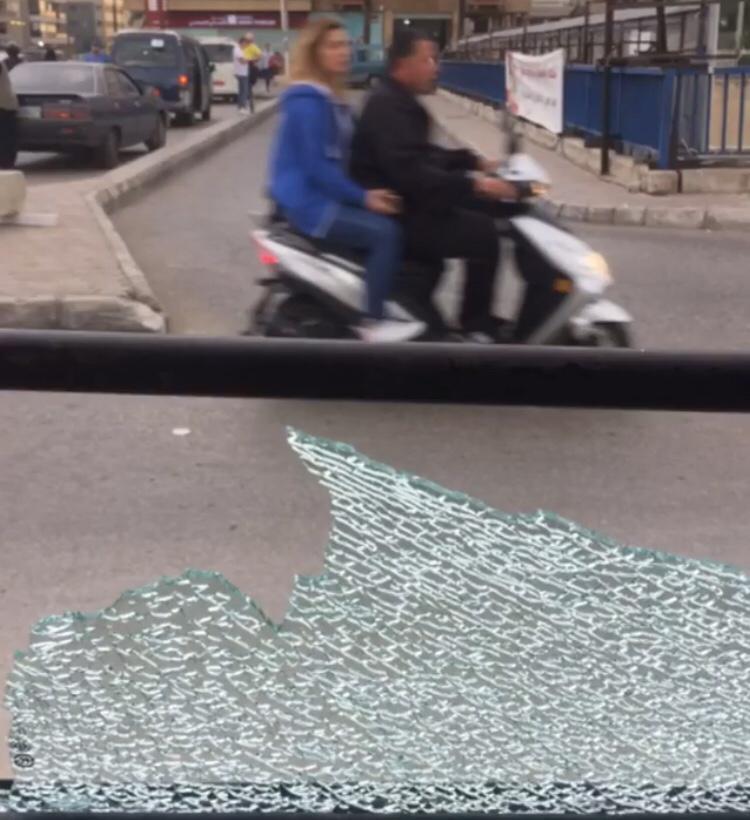 Cristal roto del autobús tras el accidente