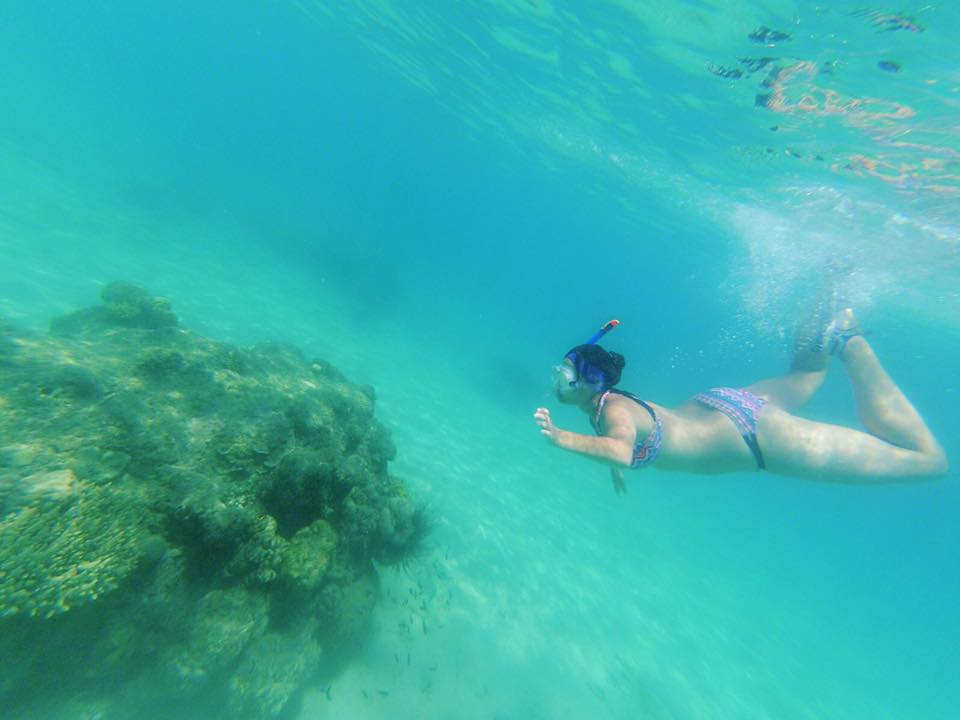 Cris disfrutando del snorkel con sus oido super protegidos