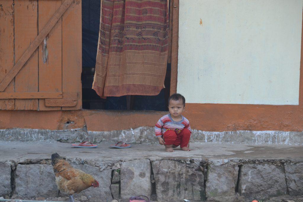 Niño de tribu khasi en Cherrapunji