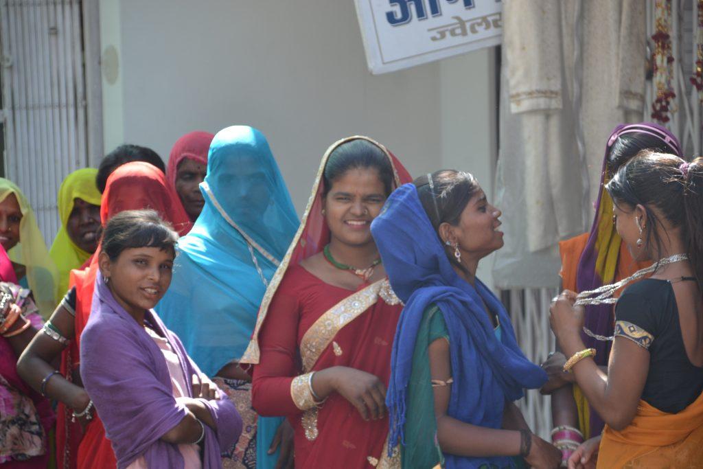 Mujeres de Udaipur celebrando el Mewar Festival