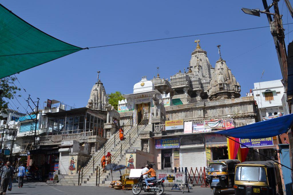 Vista panorámica del templo en Udaipur