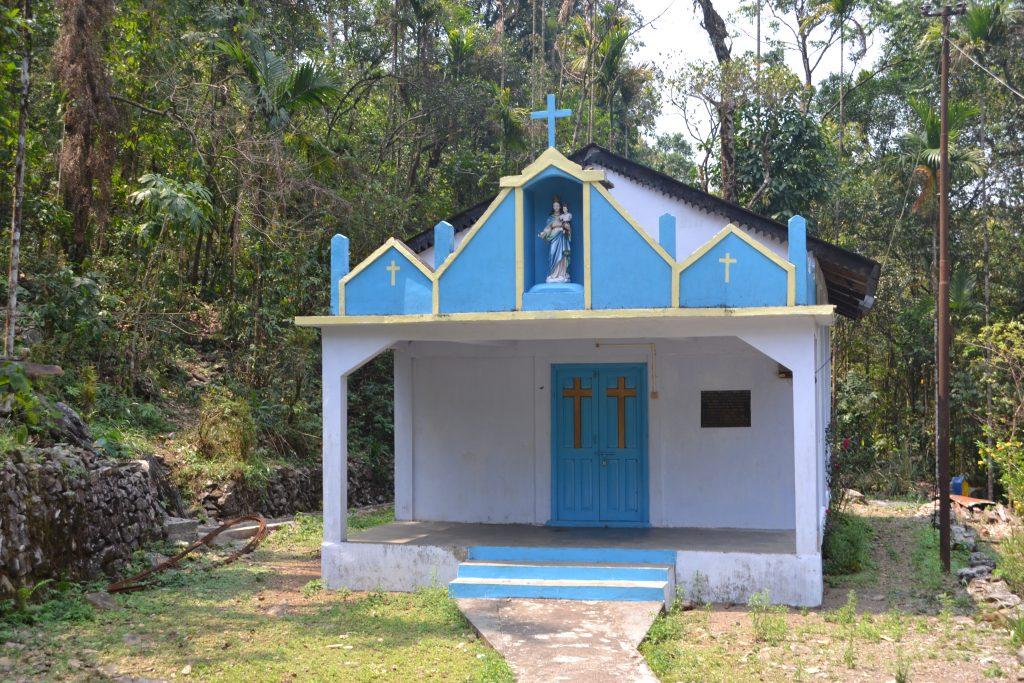 Iglesias que se encuentran en la montaña alrededor de las aldeas Khasi