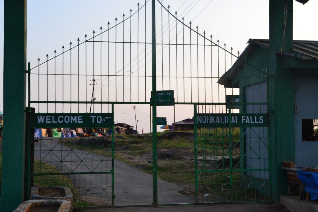 Puerta desde donde se accede al mirador y tiendas de souvenir