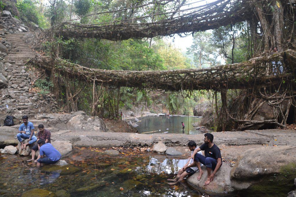 Vistas del puente desde las piscinas naturales