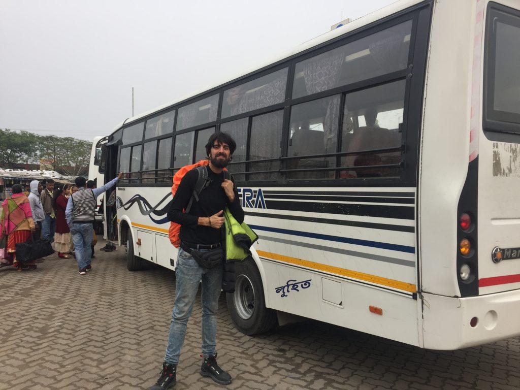 Esperando el bus a Shillong desde Guwahati