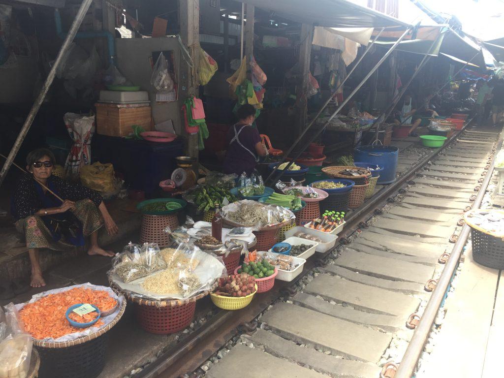 Mercado del tren Mae Klong