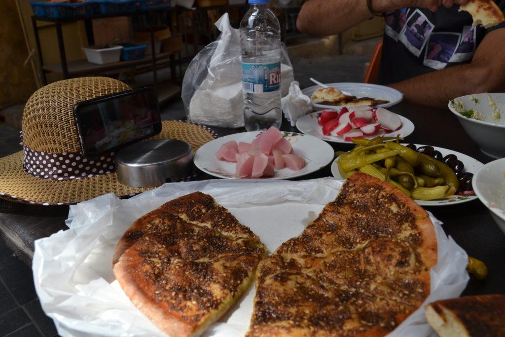 Disfrutando de la gastronomia libanesa